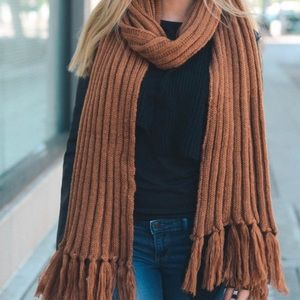 Accessories - 1 LEFT🌿Oversized Rust Ribbed Tassel Chunky Scarf